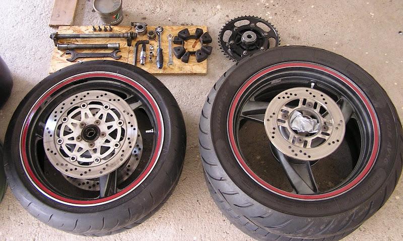 motorkerékpár gumiabroncs csere kerék gumifüst burnout 2011