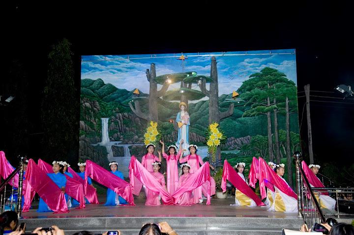 Kiệu Mân Côi Tháng Đức Mẹ tại Giáo xứ Phú Phong