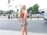 Vídeo Porno - Garotas Depravadas Ficando Peladas em Publico