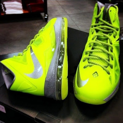 nike lebron 10 gr atomic volt dunkman 3 01 Upcoming Nike LeBron X   Volt Dunkman   New Photos