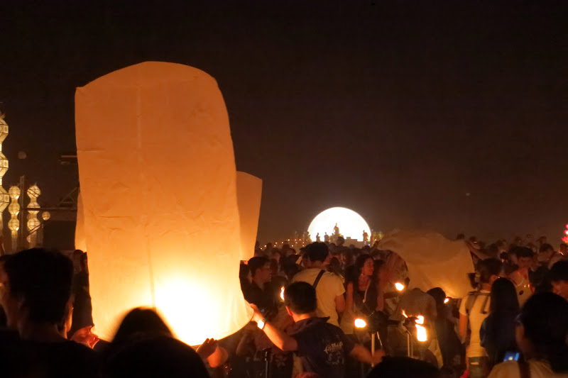 Lighting the khom loy in front of the Buddha