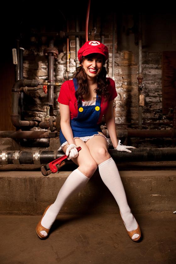 Cô nàng thợ sửa ống nước cực quyến rũ và gợi cảm