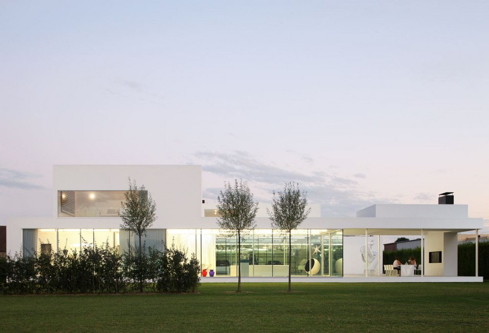 Villa VH in T design by  Beel & Achtergael Architecten