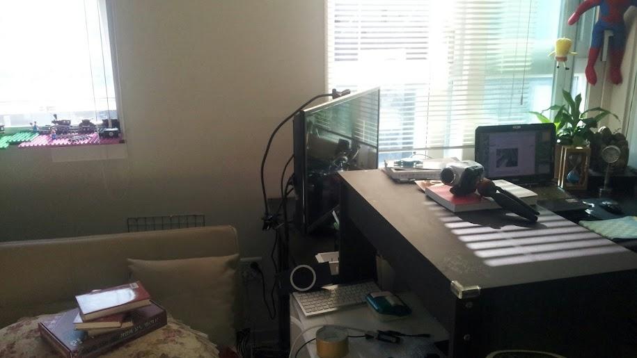 TV 모니터를 좌우 앞뒤로 회전시키는 모니터암 같은 회전판