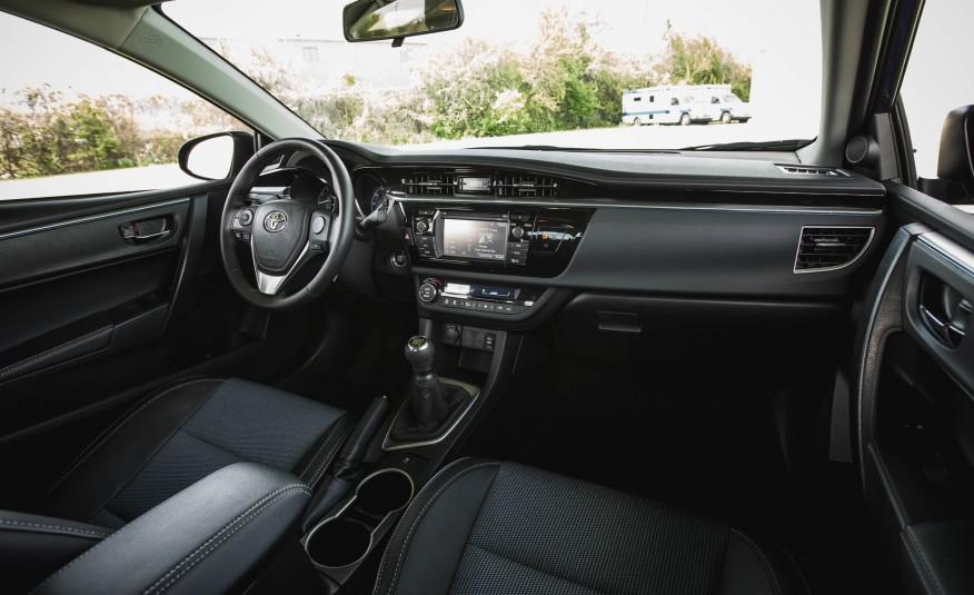 Nội thất của Toyota Corolla 2016 quá đẹp, quá hiện đại và ấn tượng