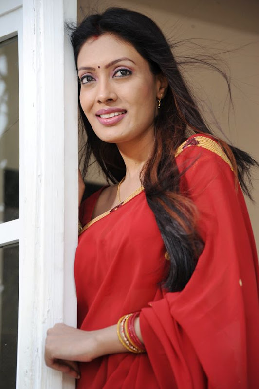 SURABHI HOT AND SEXY PHOTO GALLERY IN RED SAREE