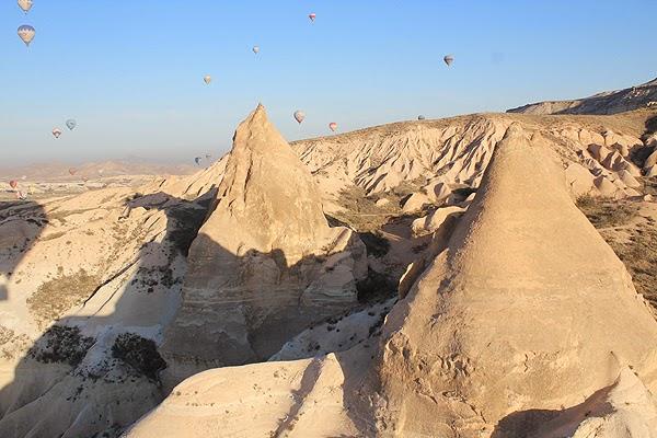 hot air ballooning cappadocia fairy chimneys