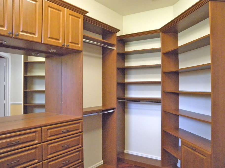 closets-3953-Lone-Pine-Estate-home-for-sale