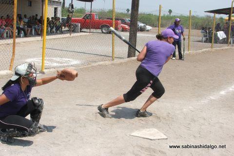 Sanjuanita Elizalde de Pekes de Bustamante en el softbol femenil del Club Sertoma