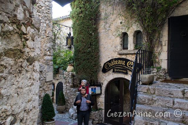 Eze'deki Chateau Eza önünde