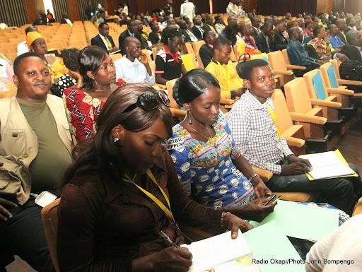 L'assistance à la réunion du comité de liaison de la Commission nationale électorale indépendante (Ceni) et des partis politiques le 12/12/2014 au Palais du peuple à Kinshasa. Radio Okapi/Ph. John Bompengo