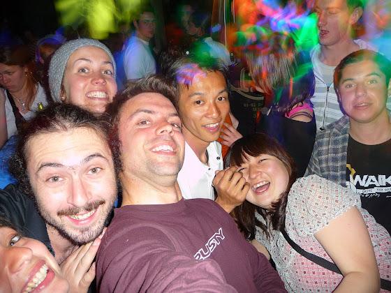 Ya en la fiesta de Blenheim con la gente del hostel