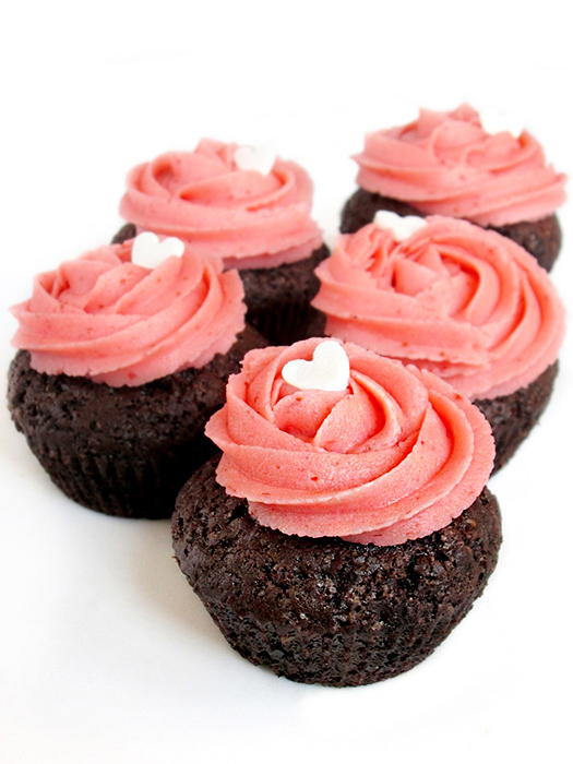 Strawberry chocolate cupcakes recipe tinascookings.blogspot.com