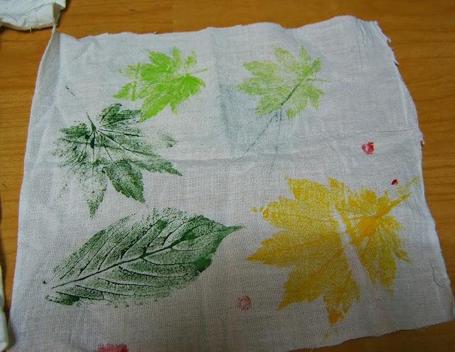 물감으로 나뭇잎 찍기