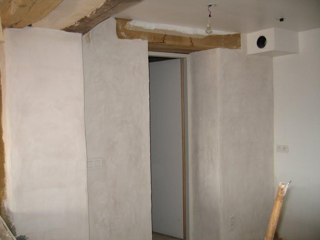 4 murs un toit et nous fin des enduits et pose du parquet. Black Bedroom Furniture Sets. Home Design Ideas