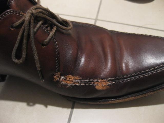 怪我した革靴