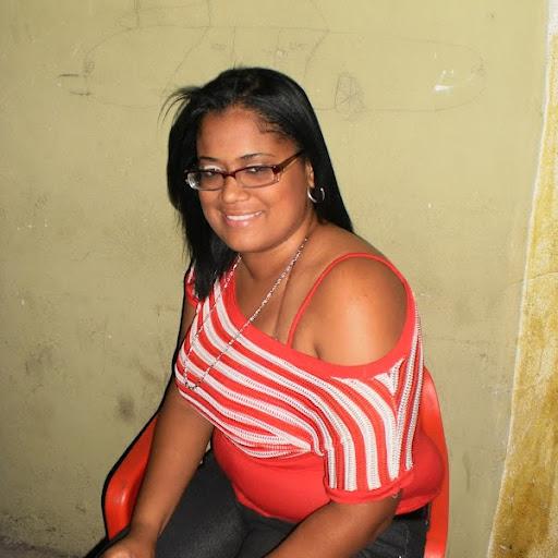 Elaine Bello