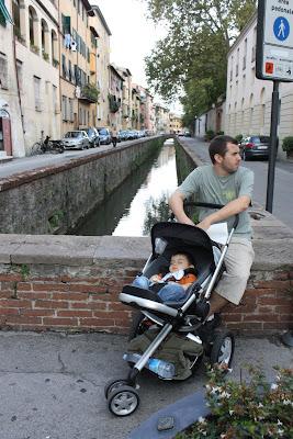 Guilherme e o pai no canal de Lucca