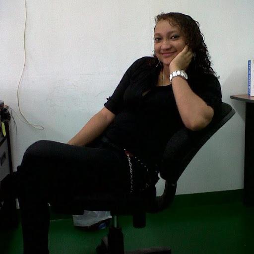 Judith Villanueva Autor de Vendo Camaron Blanco