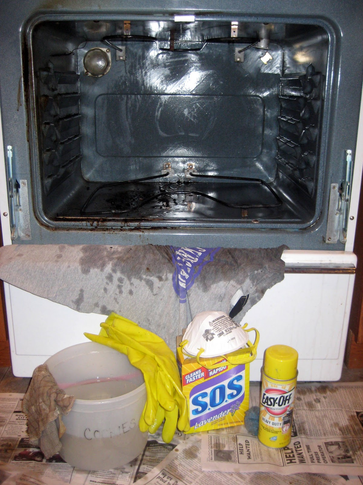 Cobo 8 tips for cleaning your oven - Cookers and ovens cleaning tips ...