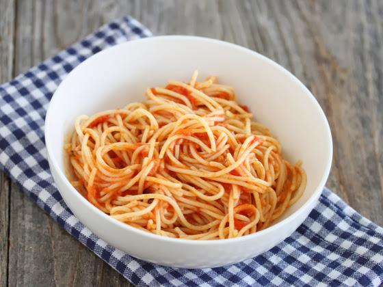 overhead photo of a bowl of spaghetti