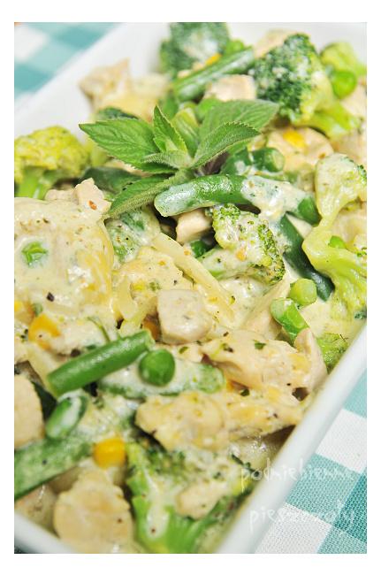 Kluski z zielonym sosem serowym
