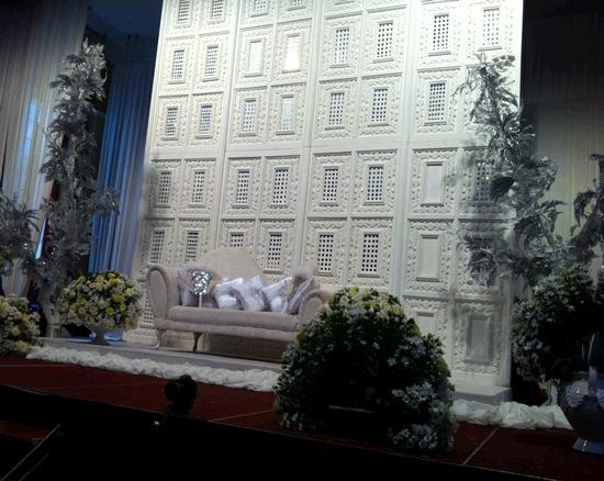 gambar pelamin nikah yusri dan lisa surihani