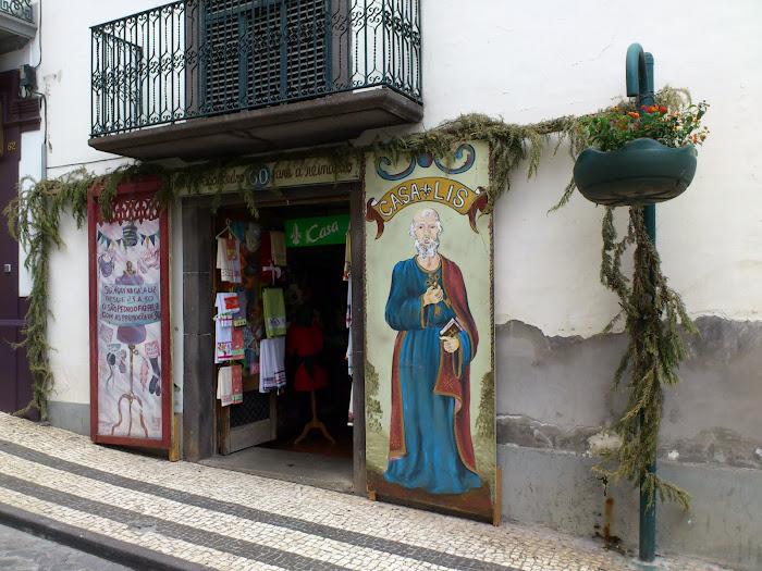 """""""santos populares"""" paintings in Rua da Carreira"""
