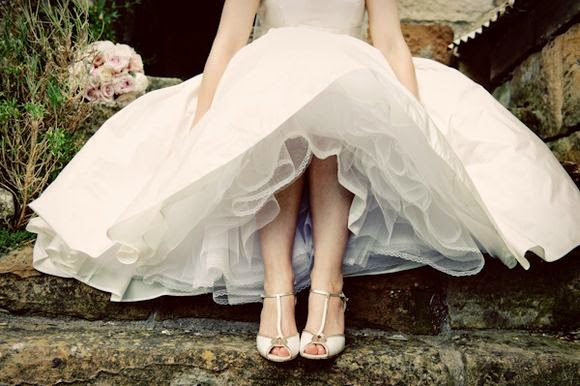 http://www.lovemydress.net/blog/2010/07/danby-castle-wedding-part1.html?cid=6a0120a65f64b9970c0133f24875b6970b