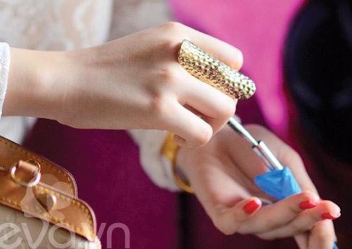 Tủ đồ sắc đẹp trong túi Angela Phương Trinh - 15