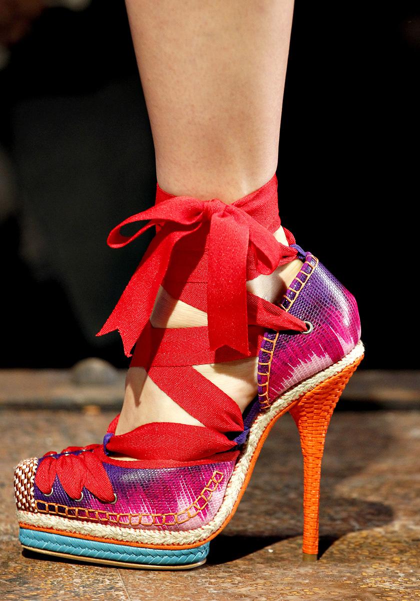 фото оригинальные обуви воду при