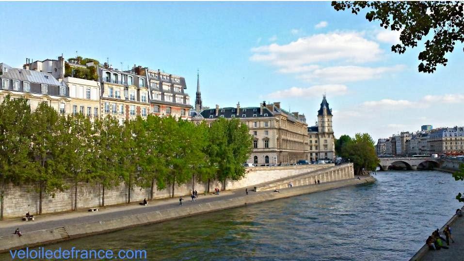 Vue depuis le Pont Neuf - Balade à vélo de Paris Montparnasse à Notre Dame par veloiledefrance.com