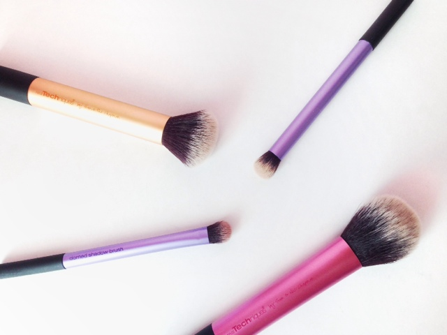 travel friendly makeup brushes