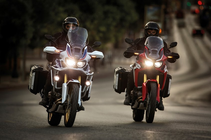 Infos Presse AFRICA TWIN 2015 - Page 2 62810_16YM_CRF1000L_Africa_Twin