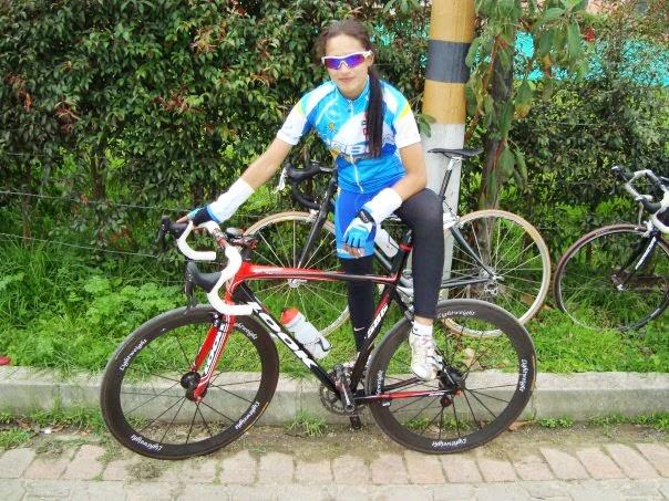 Laura Lozano. La ciclista bogotana, también es patinadora y ha participado en campeonatos nacionales e internacionales. Ella considera que el ciclismo es un deporte completo, rentable y que le brinda diversas posibilidades. Quedó de segundo lugar en la clasificación general de la Final de la V Vuelta Femenina a Costa Rica en 2007.