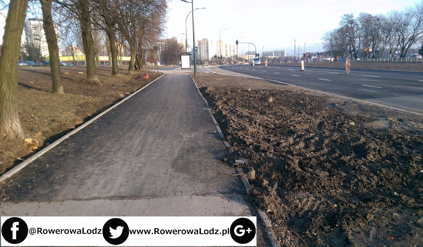 Ulica Przybyszewskiego w stronę ronda. Miejsca zabrakło na chodnik?