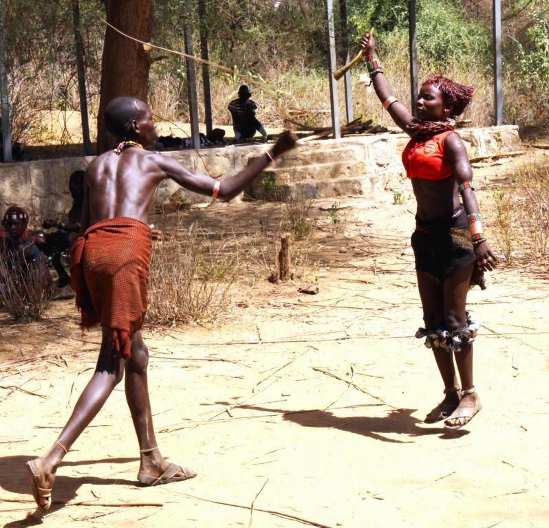 Bull jumping.Vyru isventinimas Hameriu gentyje.Pietu Etiopija