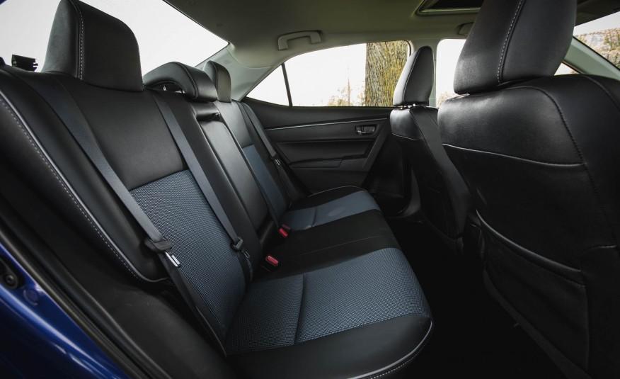 Hàng ghế thứ hai của Corolla rộng rãi, thoải mái và sang trọng