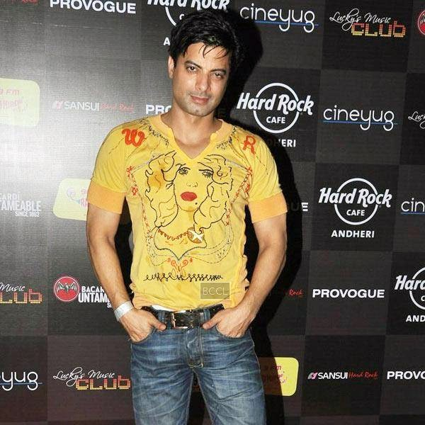 A guest arrives at Ankit Tiwari's live concert, held at Hard Rock Cafe, on July 11, 2014.(Pic: Viral Bhayani)