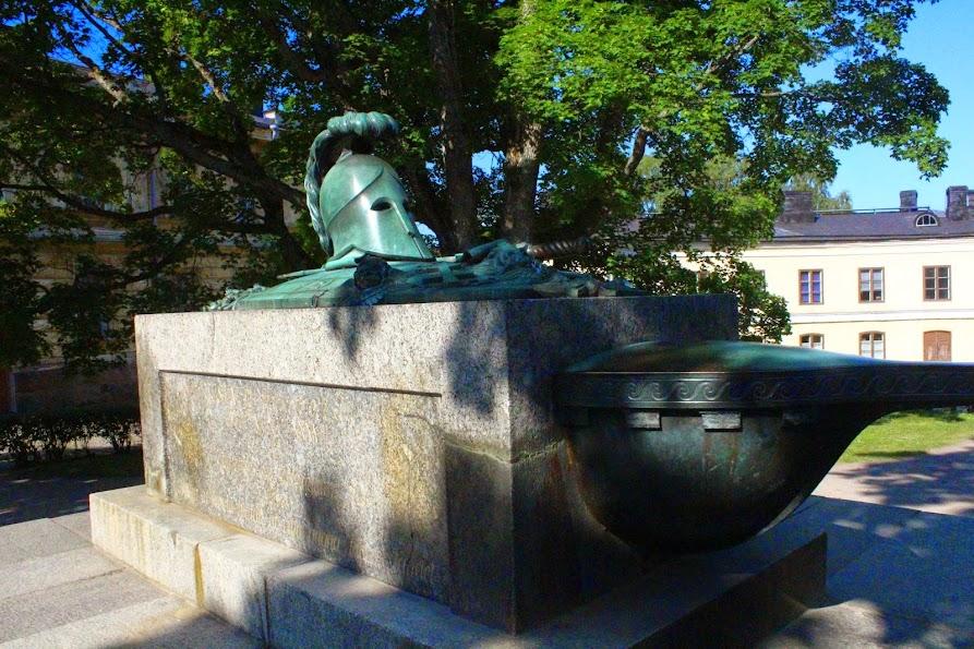 statue suomenlinna