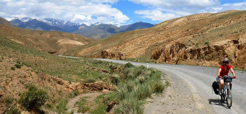 Anstieg zu einem kleinen Pass zwischen Sary Bulak und Keng Suu vor der Abfahrt ins Tölök-Tal
