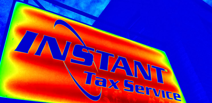 Instant Tax Service sign in an American Midwest city. Photo by Blue MauMau