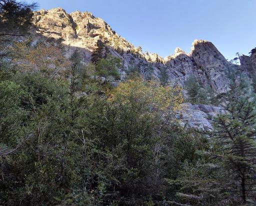 ...sortes de gardiens géants qui veillent sur la vallée...