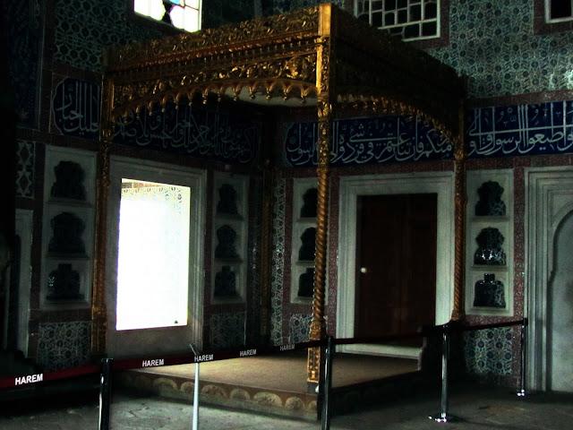 Cama con dosel da habitación do Sultán