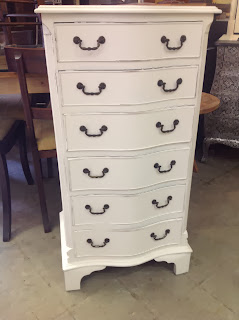 Item painted Colourman shabby chic white