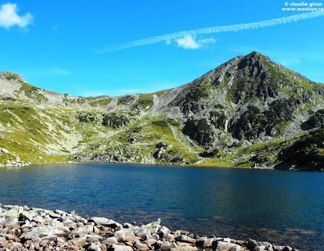 Șaua Bucurei, Vf. Custura Bucurei și evident, Lacul Bucura (cel mai mare lac glaciar - 8.9 ha)
