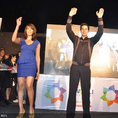 Dino Morea and Bipasha Basu greet the fans during the launch of Dino's fitness brand, in Mumbai. (Pic: Viral Bhayani)
