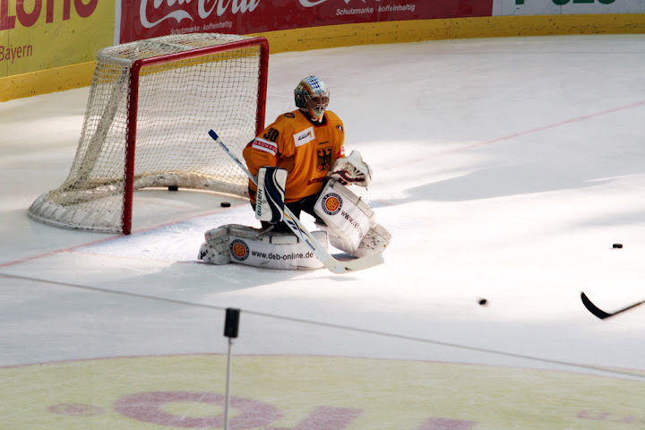 Jochen Reimer im Tor der deutschen Eishockey-Nationalmannschaft