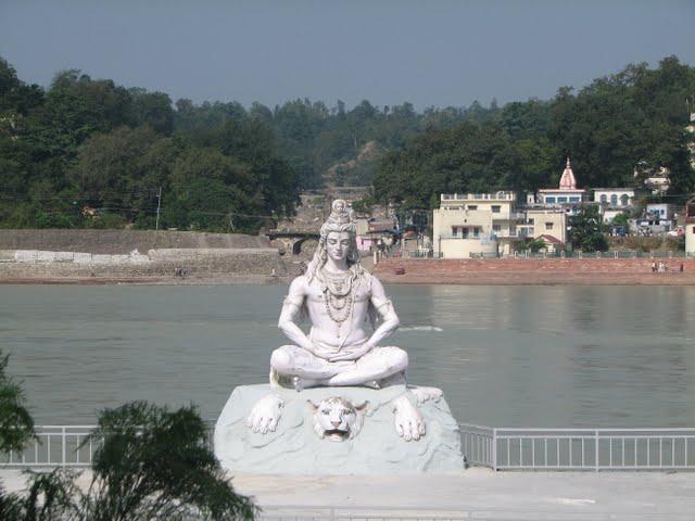 Статуя Белого Шивы