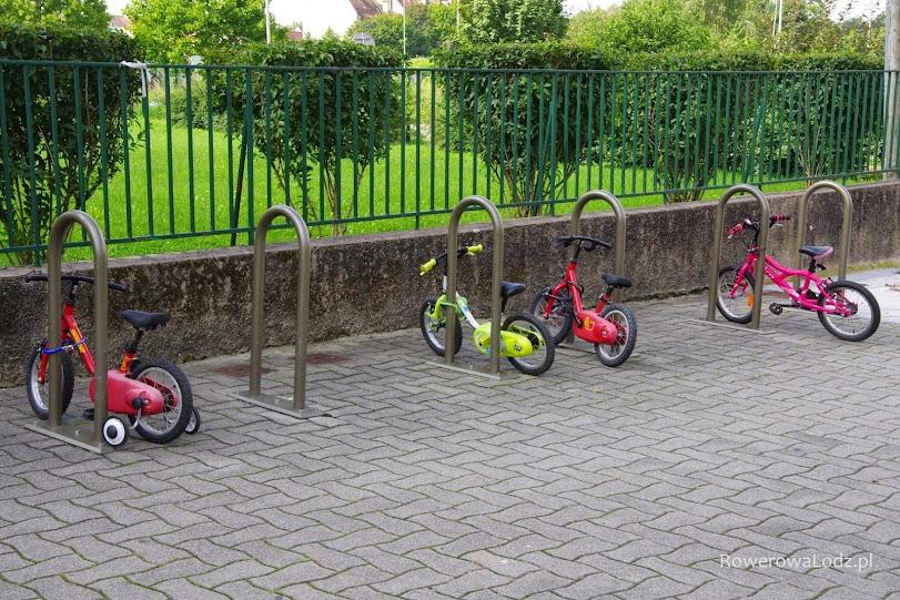Parking przed jednym z przedszkoli.